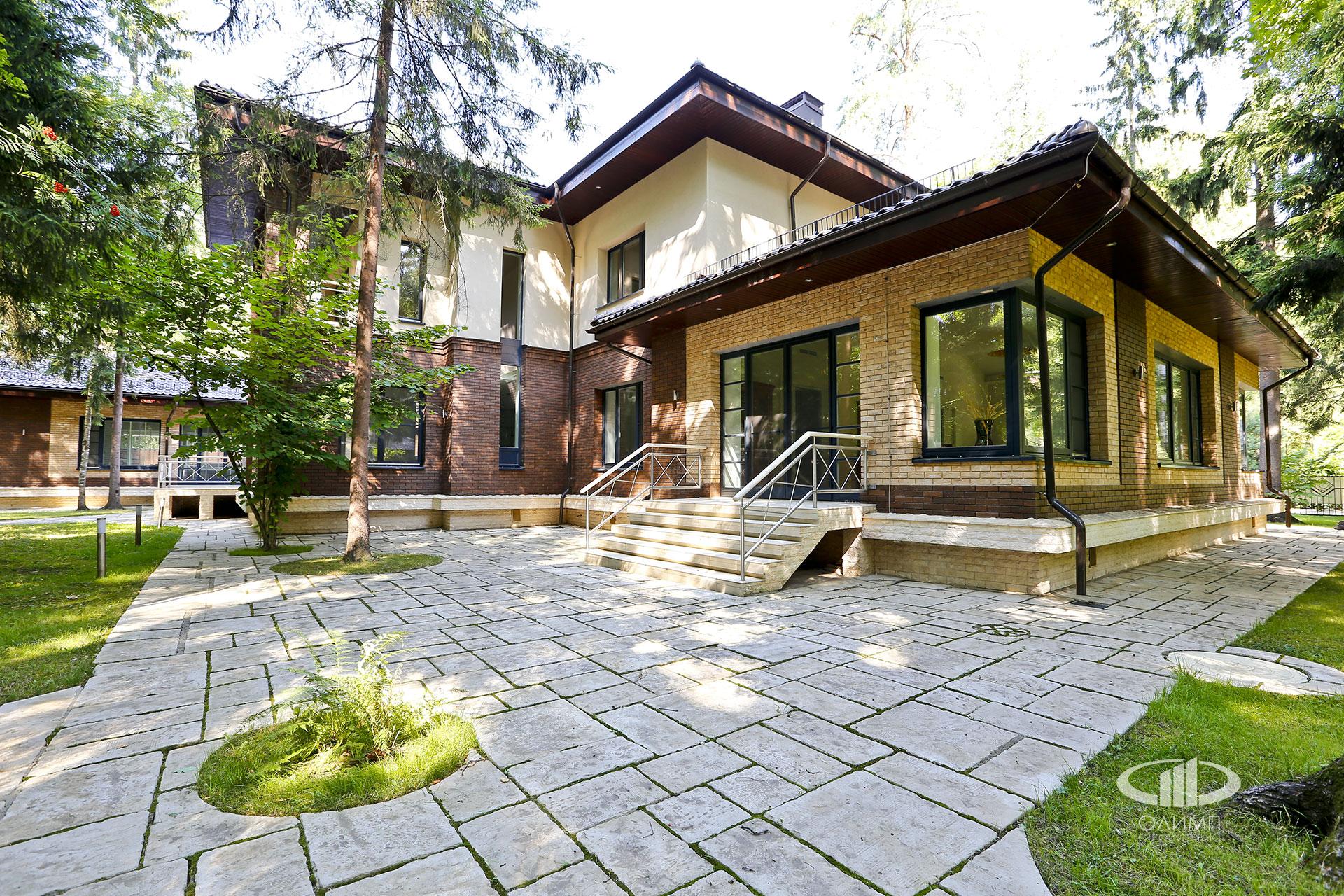 Большой современный дом в КП Лесной Ручей