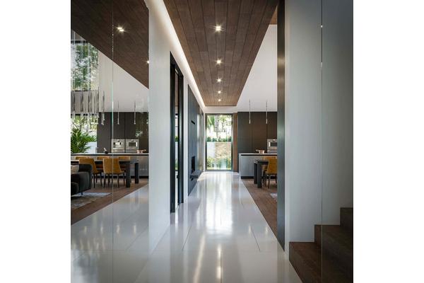 Современный двухэтажный дом с гаражом | Фото интерьера дома №12